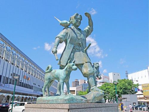 JR岡山駅 桃太郎像